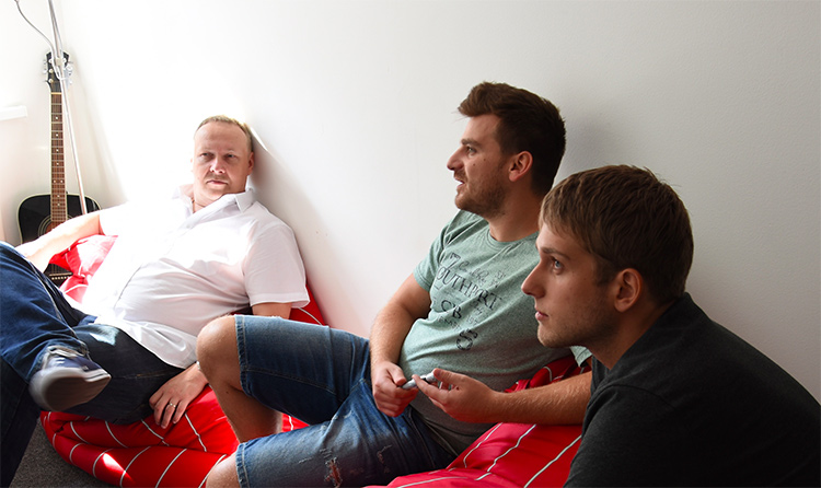 UX tým AW-DEV (Lukáš Chadraba a Michal Voják) s grafikem Lukášem Hladečkem
